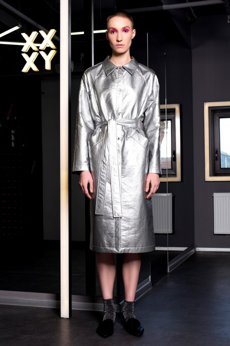 Metallic trench